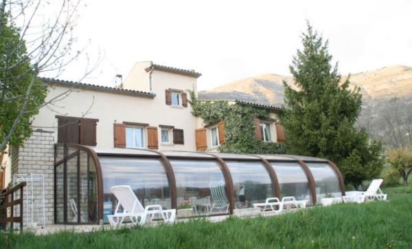 Large villa with indoor pool southern France